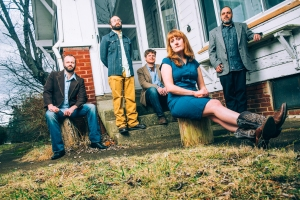 The Honeycutters are (right to left) Matt Smith, Josh Milligan, Rick Cooper, Amanda Anne Platt & Tal Taylor. Photo by Sandlin Gaither.